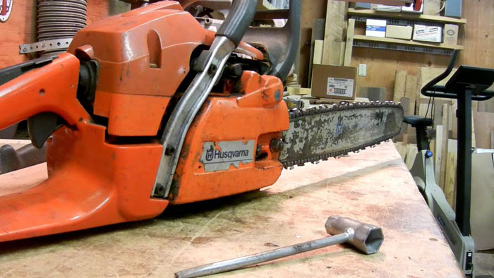 How to Clean the Chainsaw Chain