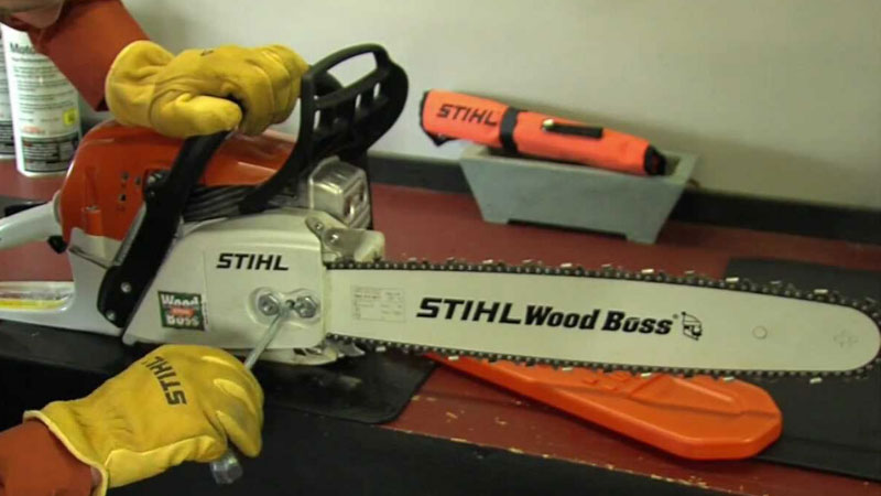 How to Tighten Chainsaw Chains and How Tight It Should Be