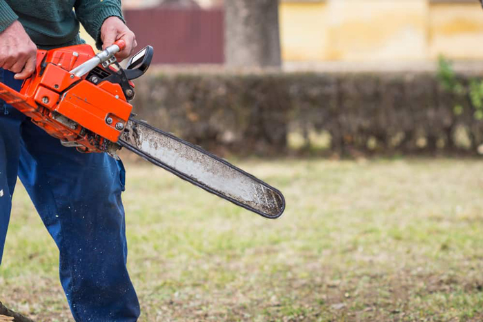 Starting a Chainsaw with Spring Assistance